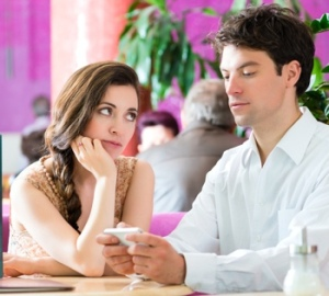 smartphone-distraction-during-date-shutterstock-350px